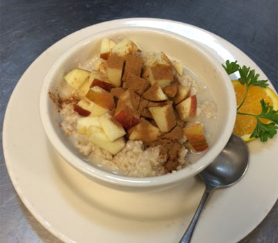 Oatmeal with Cinnamon Apples